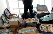 Apartamento cheio de dinheiro